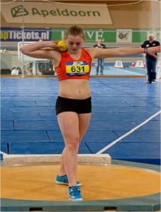 Talent Benthe König wint het NK junioren in Breda met een worp van 16,53 meter en het NK junioren in Breda met 15,83 meter