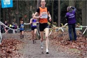 Lia Wijnberger wint goud op de 5000m tijdens het NK Masters in Zierikzee