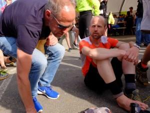 Peter Jansen (rechts) finishte na 105 km na verkeerd gelopen te zijn